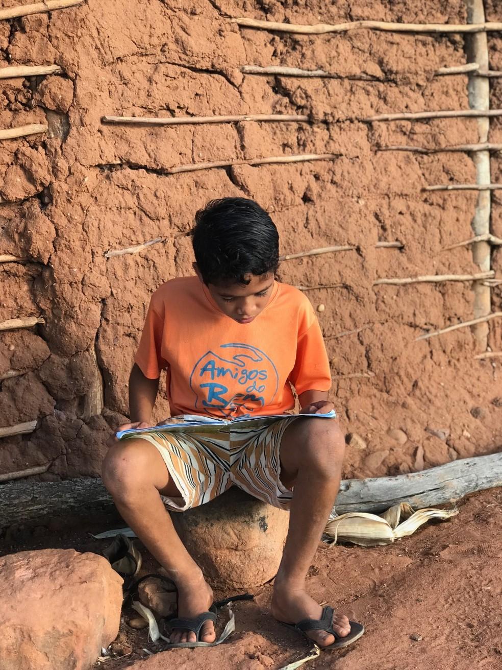 Alunos do sertão nordestino recebiam merenda em centros educacionais. Com aulas suspensas, passam fome e sede.  — Foto: Divulgação/Amigos do Bem