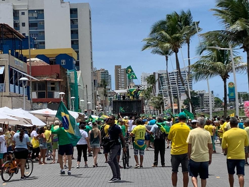 Manifestantes em ato em Salvador — Foto: Victor Silveira/TV Bahia