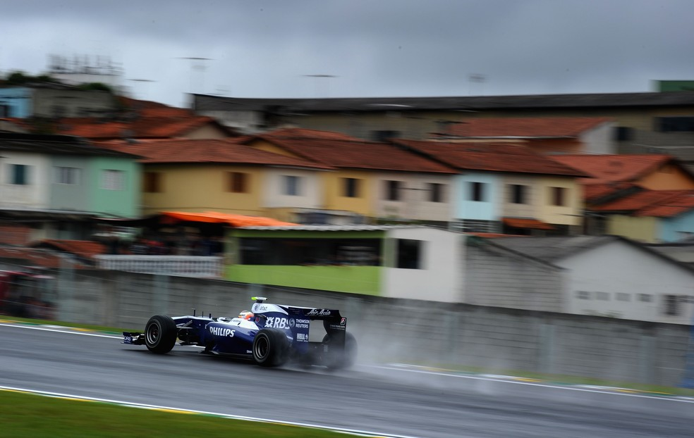 Hulkenberg acelera Williams na chuva em Interlagos, em 2010 — Foto: Getty Images