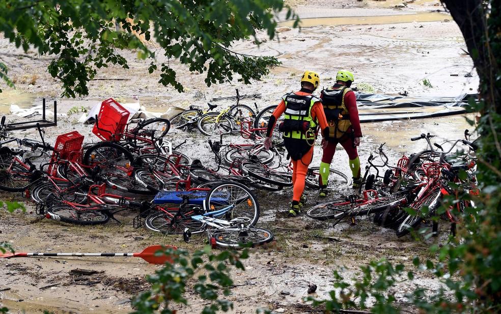 -  Enxurrada destruiu um camping em Saint-Julien-de-Peyrolas  Foto: Boris Horvat/AFP