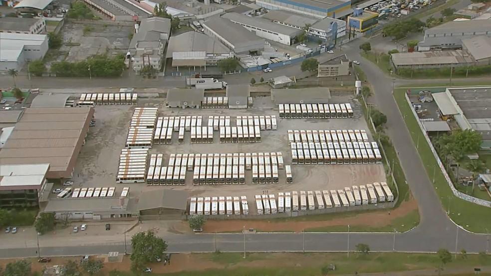 Ônibus da empresa Marechal não saíram da garagem na manhã desta quarta-feira (21) — Foto: TV Globo/Reprodução