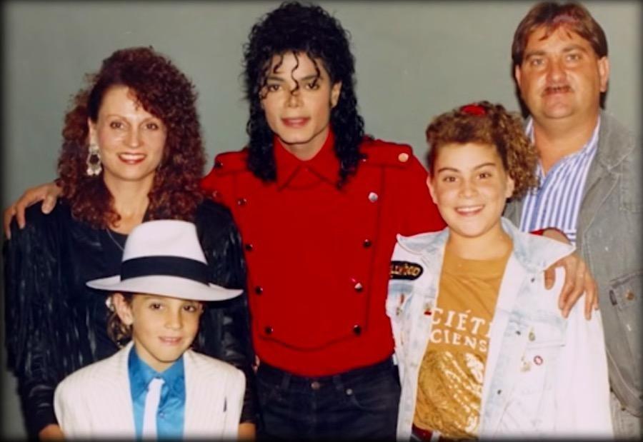 Michael Jackson, o garoto Wade Robson e a família (Foto: Reprodução do documentário 'Leaving Neverland')