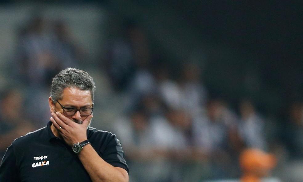 Rogério Micale se lamenta no Mineirão (Foto: REUTERS/Cristiane Mattos)