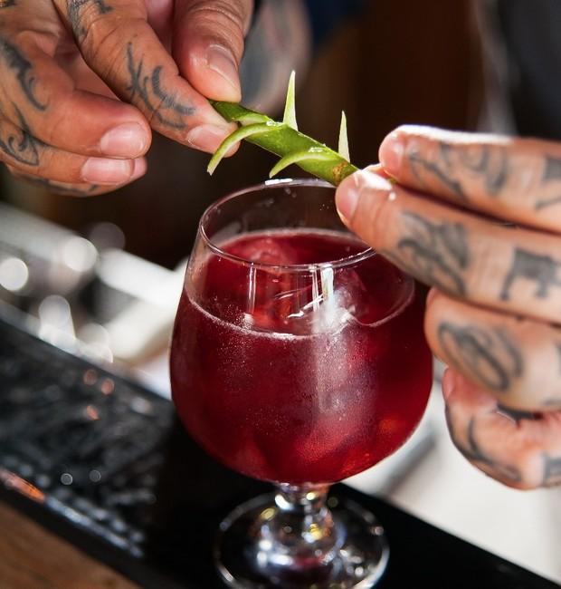 Bramble, drink com gin e limão (Foto: Divulgação)