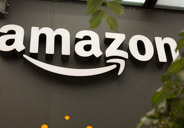 Logo da Amazon é visto na sede da empresa em Vancouver (Foto: David Ryder/Getty Images)