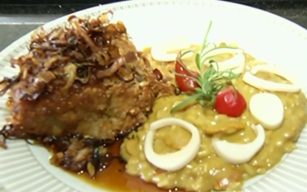-  Risoto de pequi reúne principais ingredientes da culinária goiana  Foto: TV Anhanguera/Reprodução