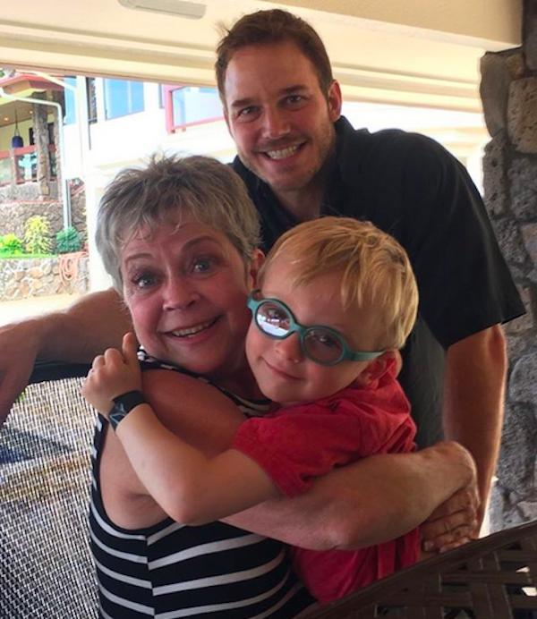 O ator Chris Pratt com a mãe e o filho (Foto: Instagram)