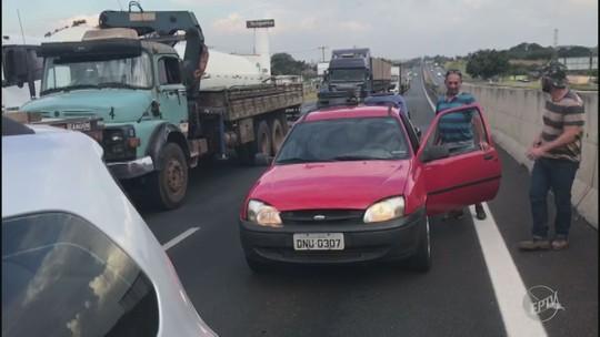 Manifestação de caminhoneiros causa seis quilômetros de congestionamento na Anhanguera