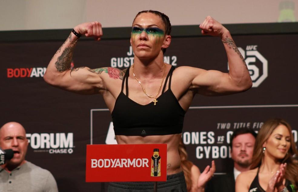 Cris Cyborg pediu que Amanda Nunes ganhe US$ 1 milhão por luta no UFC, ao invés de US$ 450 mil — Foto: Adriano Albuquerque
