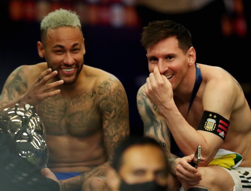 Neymar e Messi após a cerimônia de premiação no Maracanã — Foto: Ricardo Moraes/Reuters