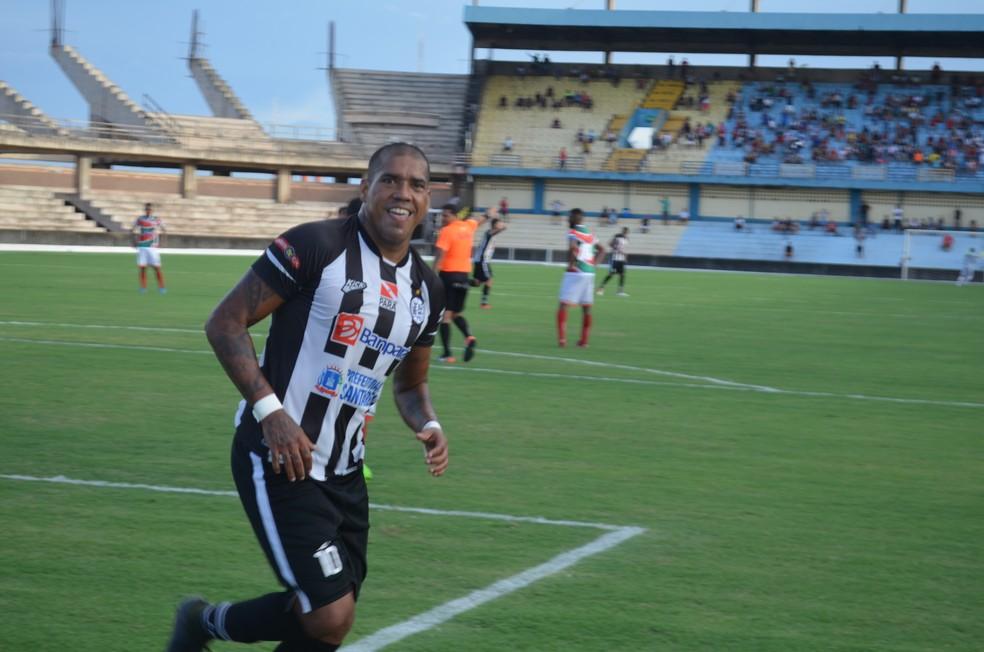 Luiz Carlos Imperador, atacante do São Raimundo (Foto: Dominique Cavaleiro/GloboEsporte.com)