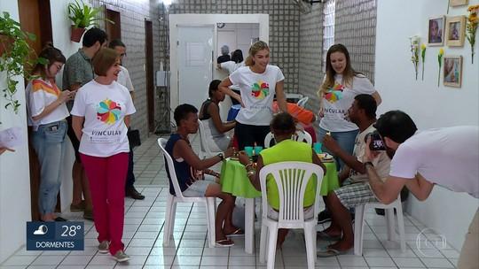 Grazi Massafera é voluntária por um dia em projeto social no Recife
