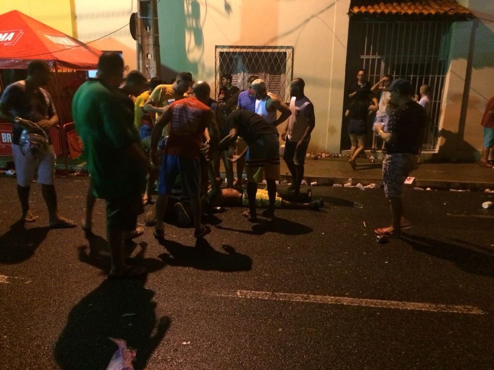 Tiros acontecem em bloco de pré-carnaval tradicional no centro de Teresina (Foto: Maria Romero / G1 PI)