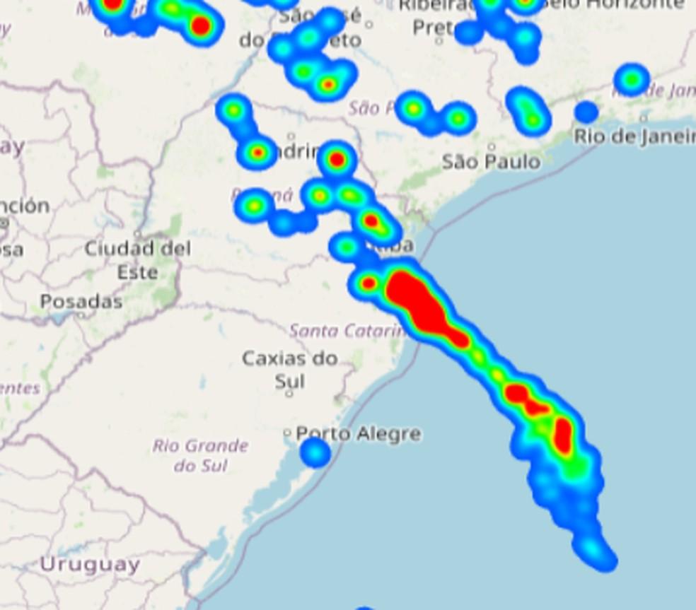 Nesta quinta-feira o Litoral de SC registrou grande incidência de atividade elétrica em tempestades — Foto: Grupo de Eletricidade Atmosférica (ELAT)/Reprodução