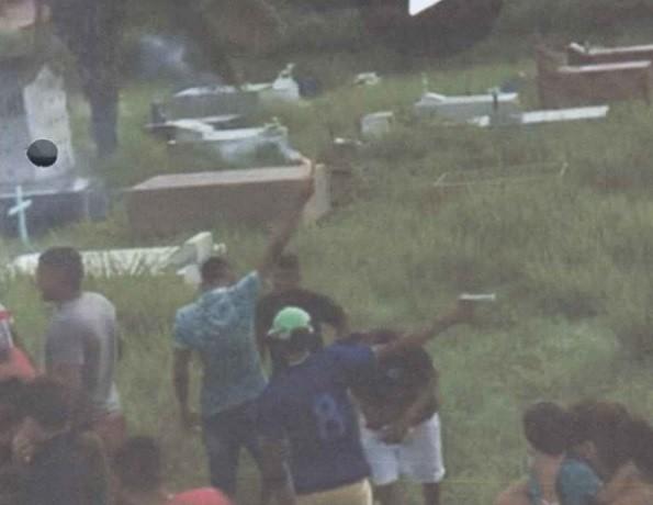 Quatro são condenados por integrar organização criminosa após atirarem para cima durante enterro no AC