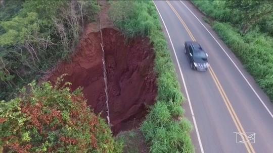 Trecho da BR-230 ameaça desmoronar no Maranhão