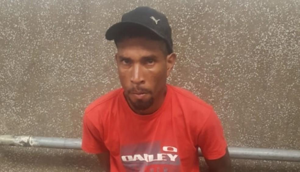 Domingos dos Santos foi amarrado por populares após ele ter sido suspeito de espancar Mariregila Galvão Reis — Foto: Divulgação/Polícia