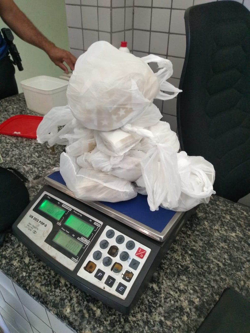 Dois homens e uma mulher são presos com mais de 800 papelotes de cocaína — Foto: Divulgação Polícia Militar do Piauí