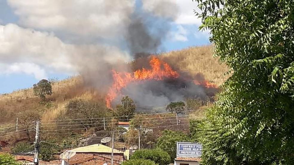 Incêndio começou no início da tarde  — Foto: Arquivo pessoal