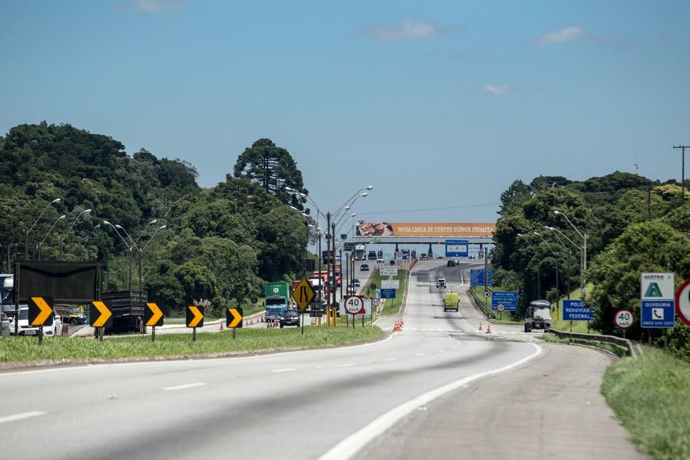 136 mil carros devem passar pela BR-277, entre Curitiba e o litoral do Paraná, durante o feriado. — Foto: Guilherme Pupo/Ecovia