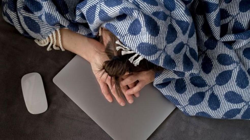 Muita gente equipara a fadiga ao burnout, mas especialistas dizem que o burnout é um estado totalmente diferente da exaustão apenas — Foto: Alamy
