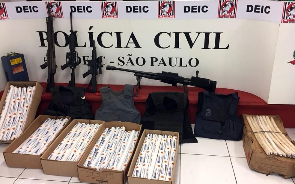 -  Armas e dinamites apreendidas pelo Deic em Sumaré  Foto: Deic/Divulgação