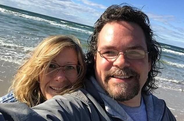 Jason e a esposa (Foto: Reprodução Facebook)