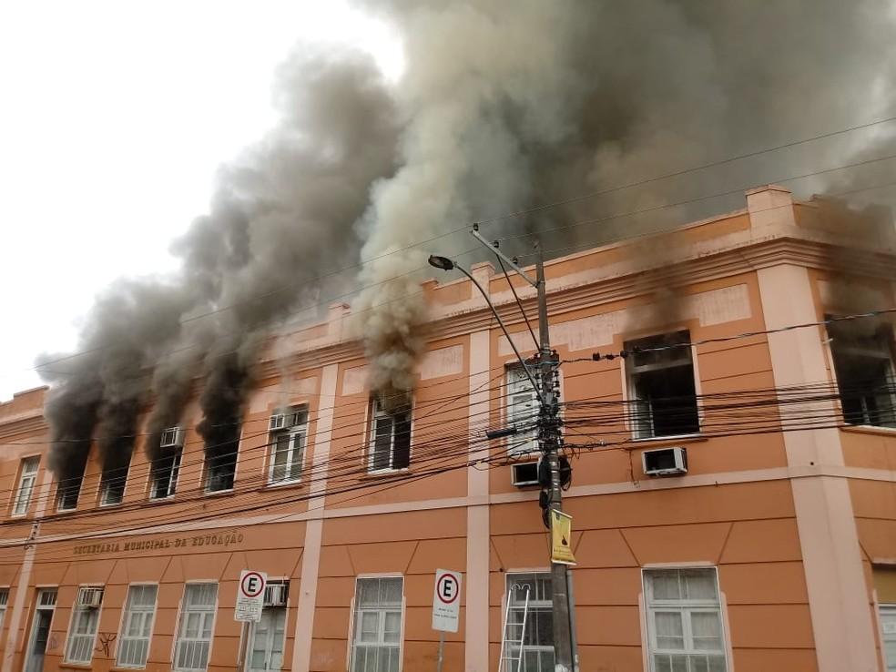 Incêndio atinge prédio em Pelotas. — Foto: Divulgação
