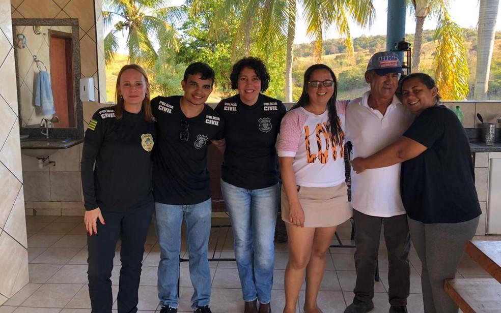 Polícia Civil ajudou Fabíola a reencontrar o pai após 34 anos, em Goiás — Foto: Fabíola Bezerra Gomes/Arquivo Pessoal