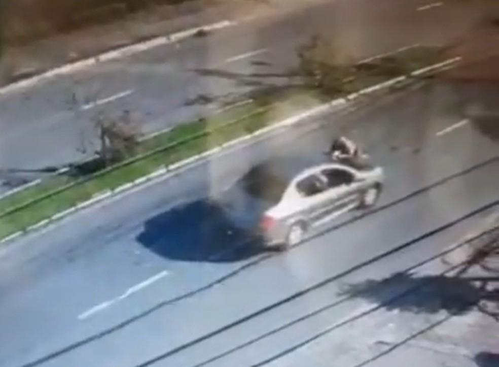 PM é atropelado e arrastado por carro em Florianópolis — Foto: Polícia Militar/Divulgação