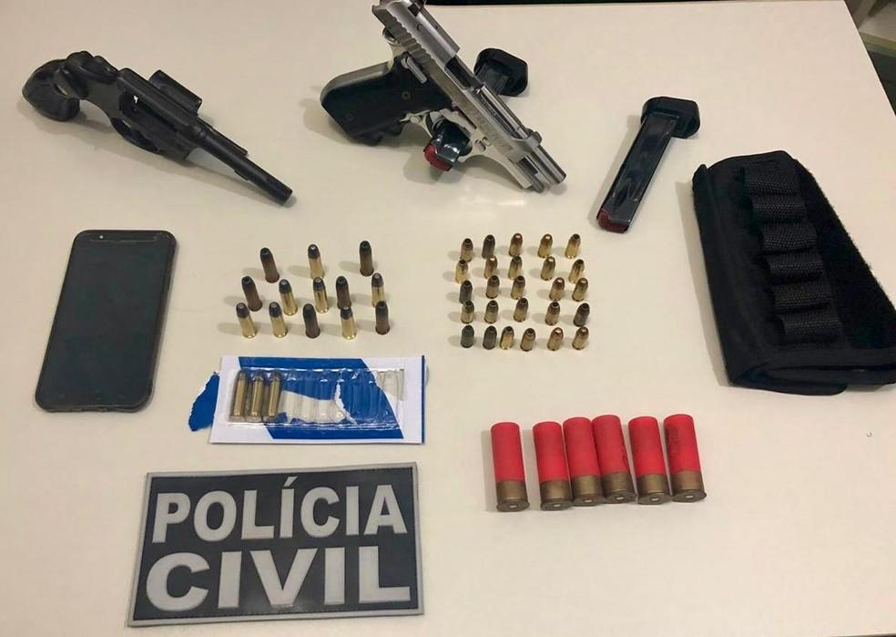Material apreendido com guarda municipal suspeito de ter matado adolescente de 16 anos em Juazeiro do Norte — Foto: Polícia Civil/ Divulgação