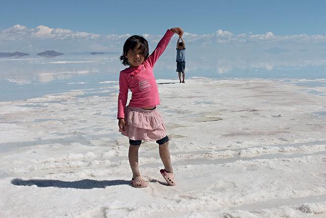 Rafael e Sofia no Salar de Uyuni / worldschooling (Foto: Rafael e Sofia no Salar de Uyuni / worldschooling (Foto: Arquivo pessoal))