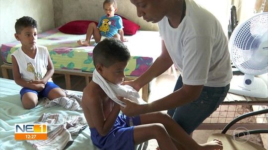 Sem apoio, mãe enfrenta dificuldade para criar sozinha três crianças autistas com R$ 212 do Bolsa Família