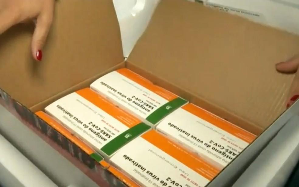 Vacinas chegam em Vitória da Conquista — Foto: Reprodução/TV Bahia