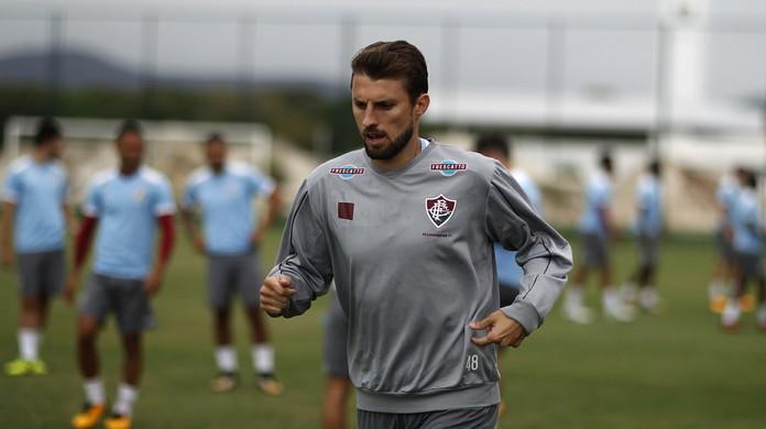 Corinthians se acerta com Henrique e aguarda rescisão do zagueiro com o  Fluminense  8d349db8d4194