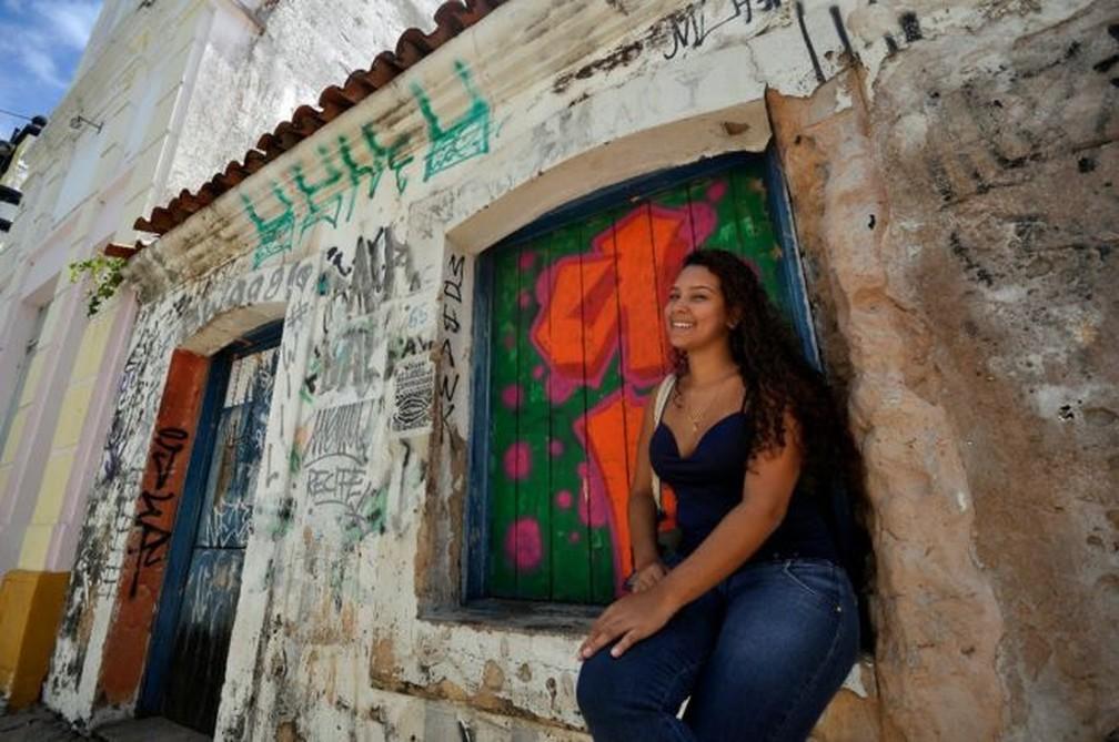 Fernanda Silmara Silva dos Santos: Projeto é voltado a famílias de baixa renda, desempregados, asilos e, futuramente, orfanatos — Foto: Acerto Tribuna do Norte/Magnus Nascimento/BBC