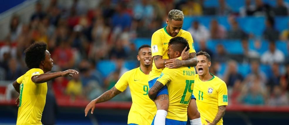 Brasil bate a Sérvia, avança em 1º e pega o México nas oitavas (Foto: Reuters/Axel Schmidt)