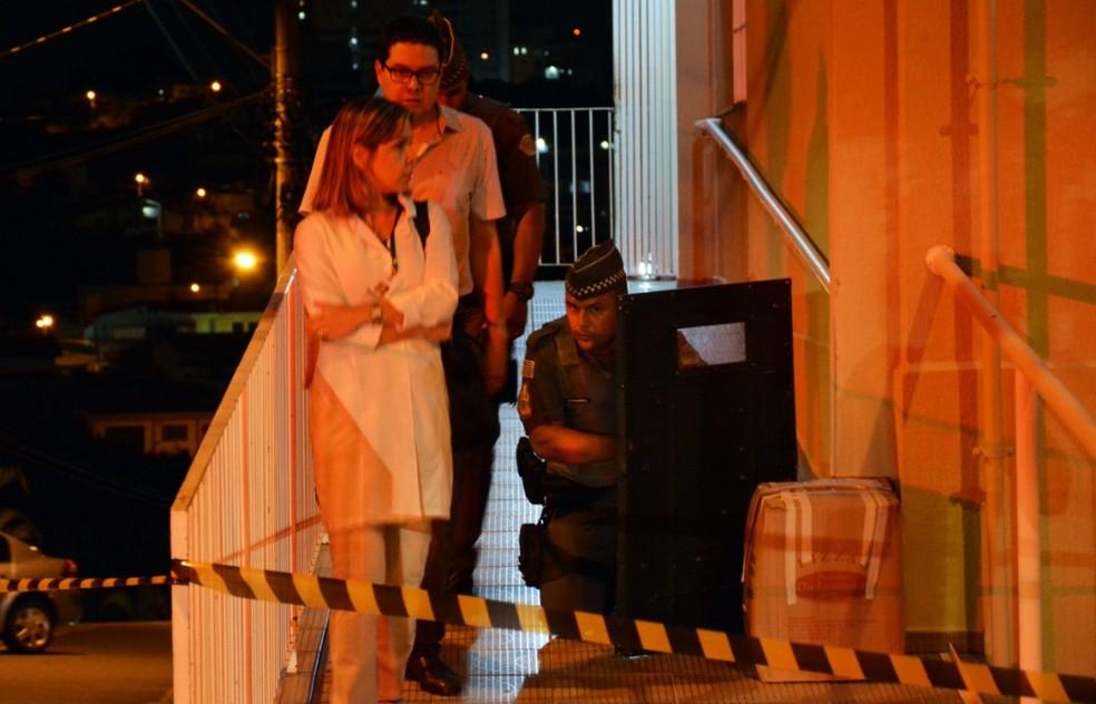 Vereador e funcionários da clínica evacuaram o prédio — Foto: Jorge Toti/Giro Sorocaba