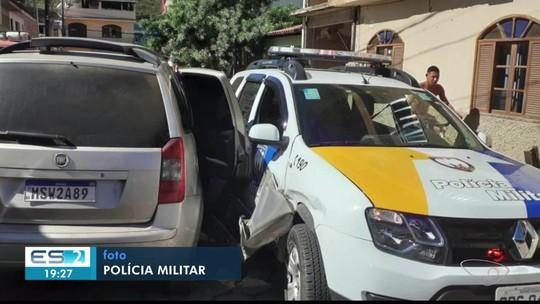 Suspeito tenta fugir patrulhamento e bate em carro de polícia, em Guaçuí no ES