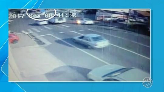 Veja vídeo da queda de paraquedista em avenida de Campo Grande
