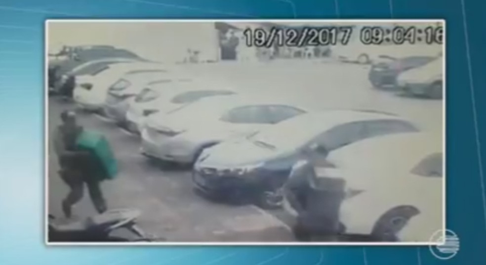 PMs deixaram o local do crime com o dinheiro (Foto: Divulgação/Polícia Civil)