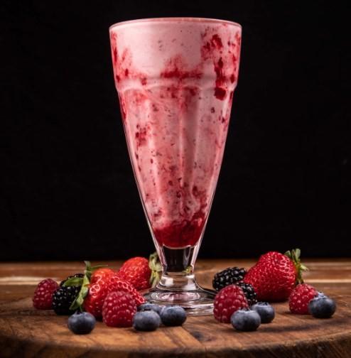 O milk shake de frutas vermelhas da Bob Beef
