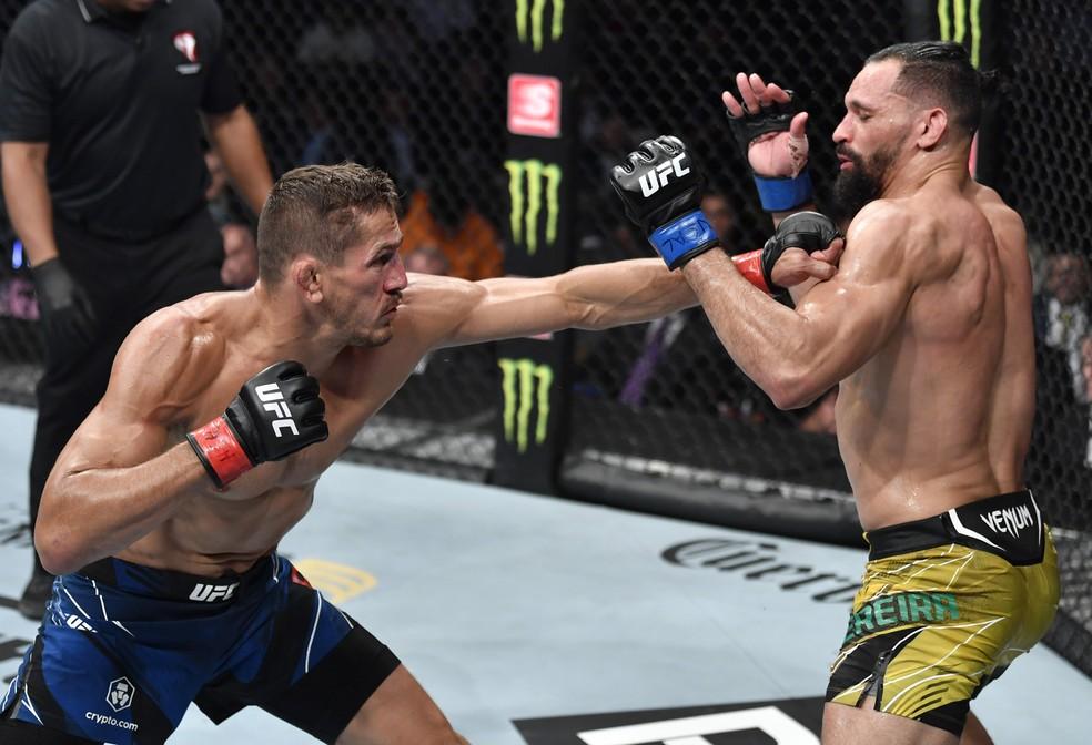 Niko Price enfrentou Michel Pereira em julho — Foto: Getty Images