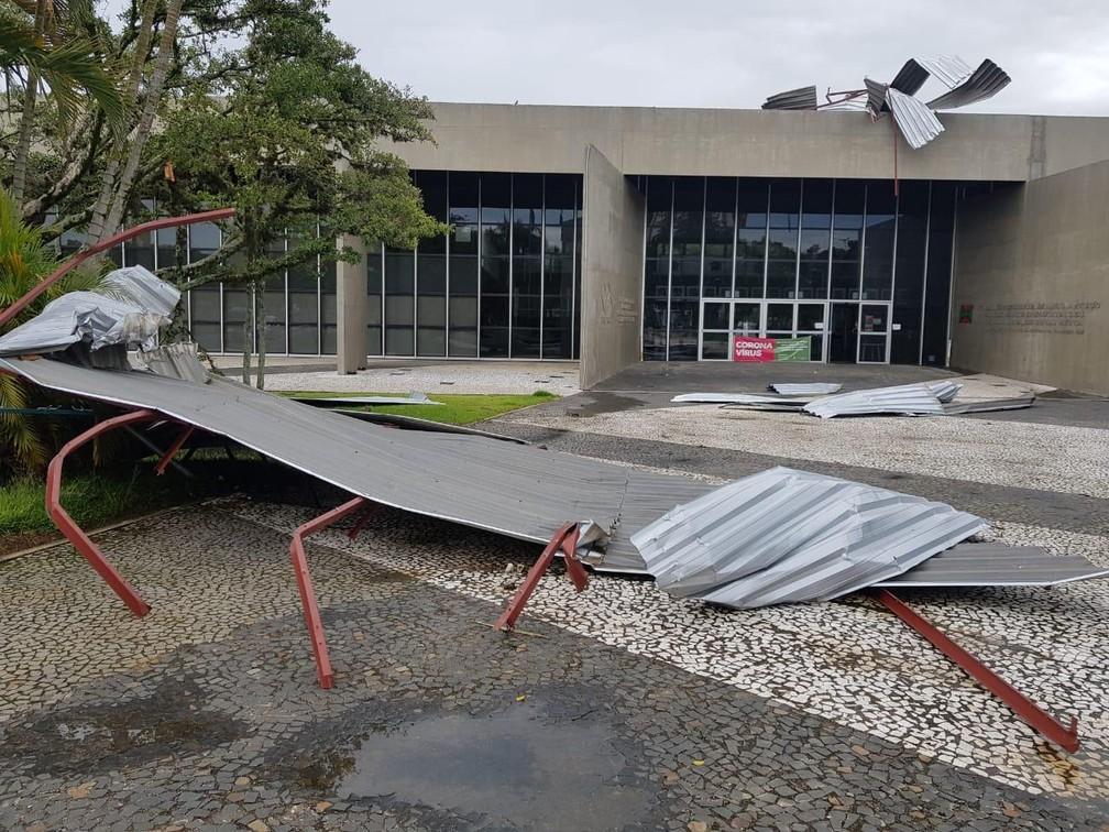 Sede da prefeitura de Criciúma foi atingida por temporal — Foto: Defesa Civil de Criciúma/Divulgação
