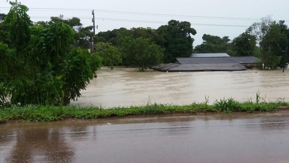 Comércios e casas chegaram a ficar submersas em alguns pontos de Guarantã do Norte, após fortes chuvas (Foto: Secretaria de Infraestrutura de Guarantã do Norte)