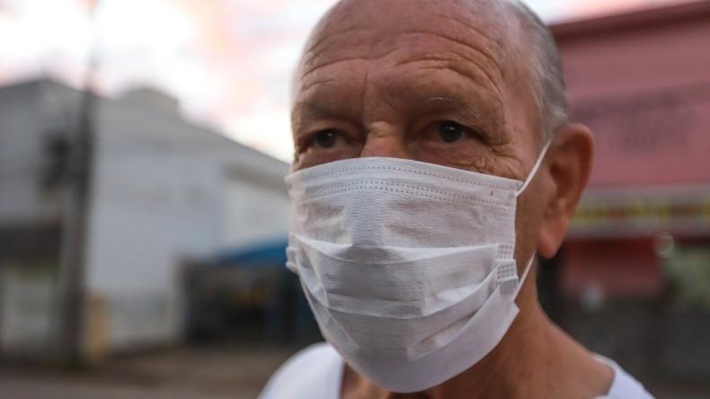 Coronavírus: Araraquara orienta moradores que descartem máscaras e luvas no lixo comum