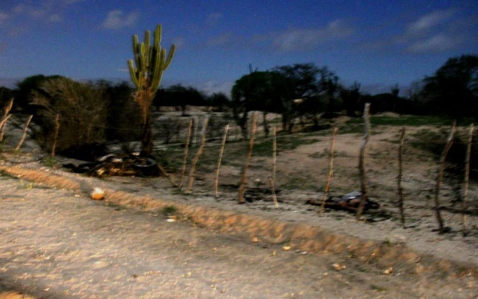 Moto foi arremessada e parou na fronteira de uma propriedade cercada (Foto: Raimundo Mascarenhas/Calila Noticias)