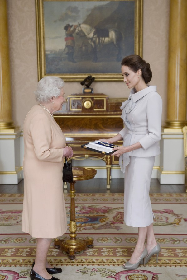 Rainha Elizabeth II e Angelina Jolie (Foto: Getty Images)