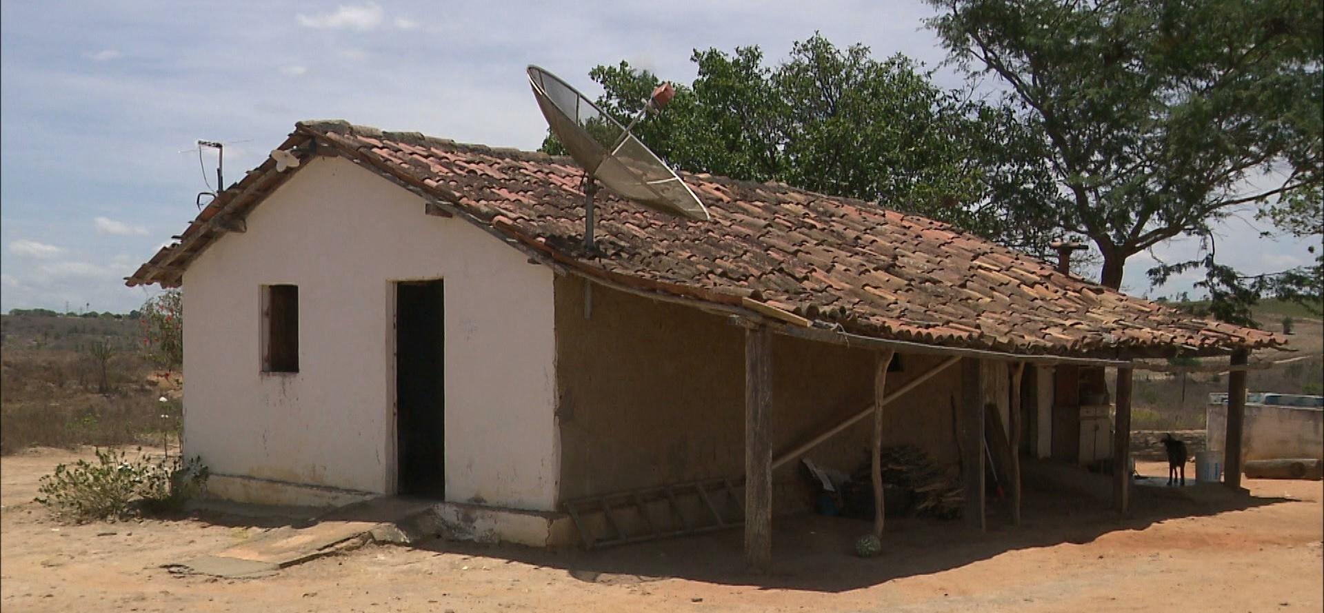 Quatro homens invadem casa de cadeirantes e roubam dinheiro, na Paraíba