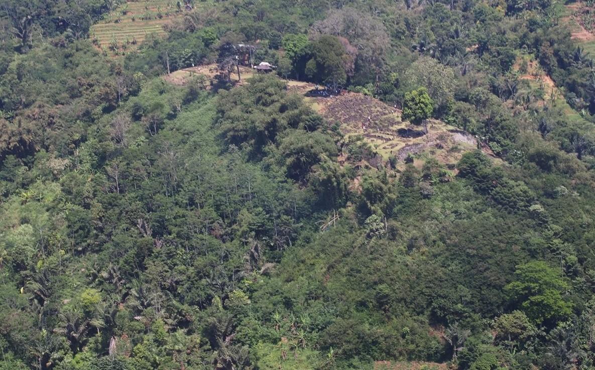 Templo indonésio fica localizado no topo do Monte Padang (Foto: Danny Hilman Natawidjaja)